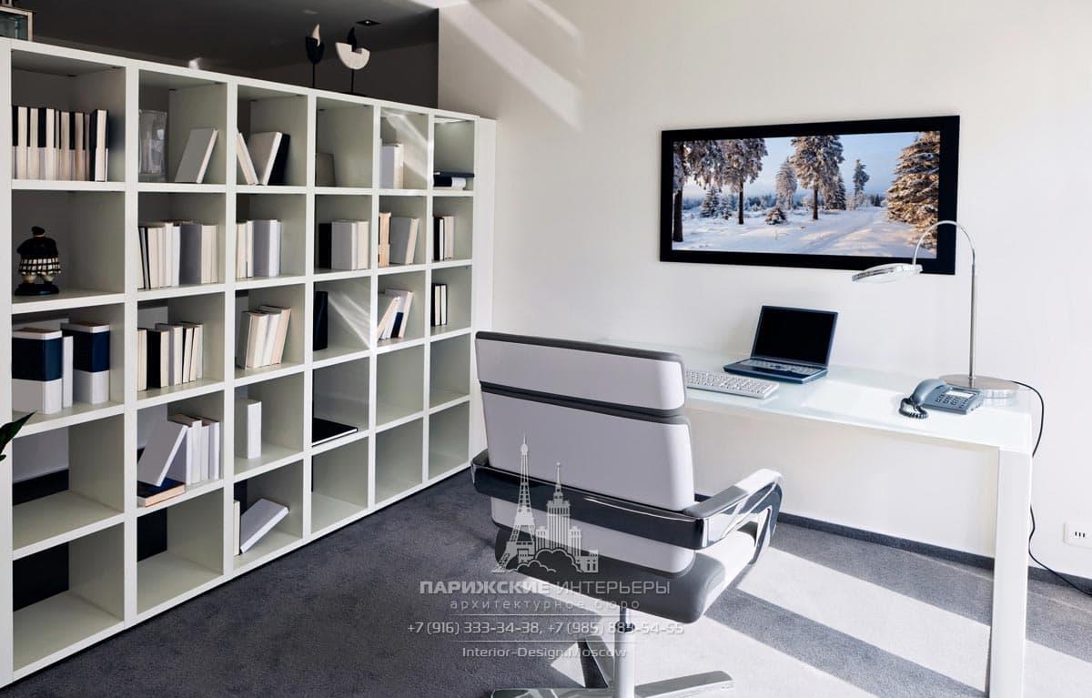 Перегородка-стеллаж в минималистичном офисе