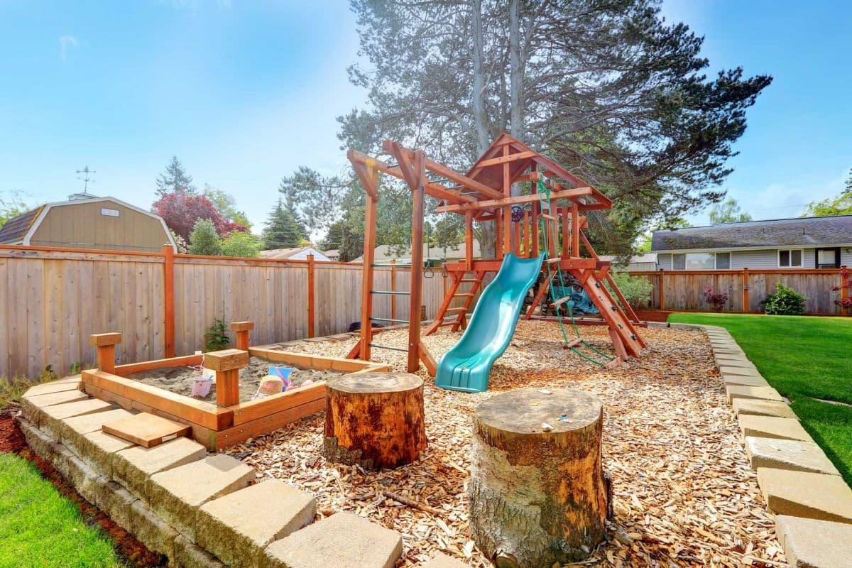 Детские площадки и спортивные сооружения в саду