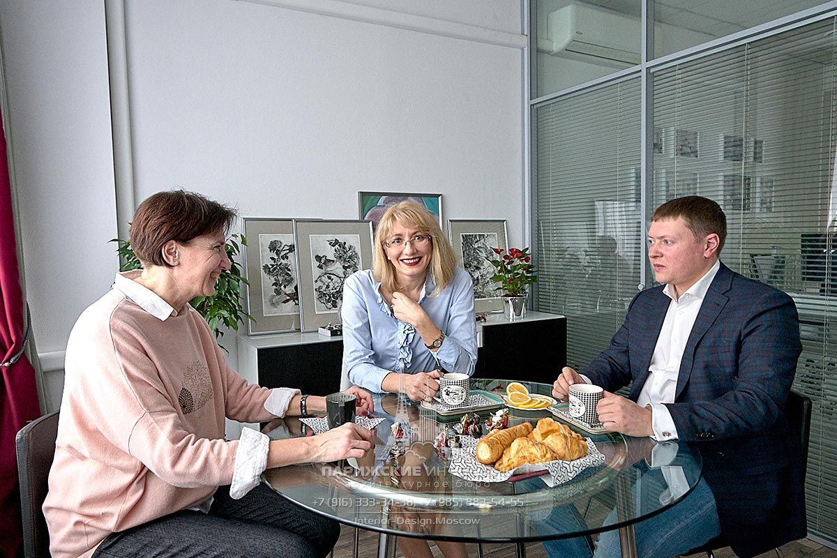 """Дизайнер Виктория Харахяшян в офисе Архитектурного бюро """"Парижские интерьеры"""""""