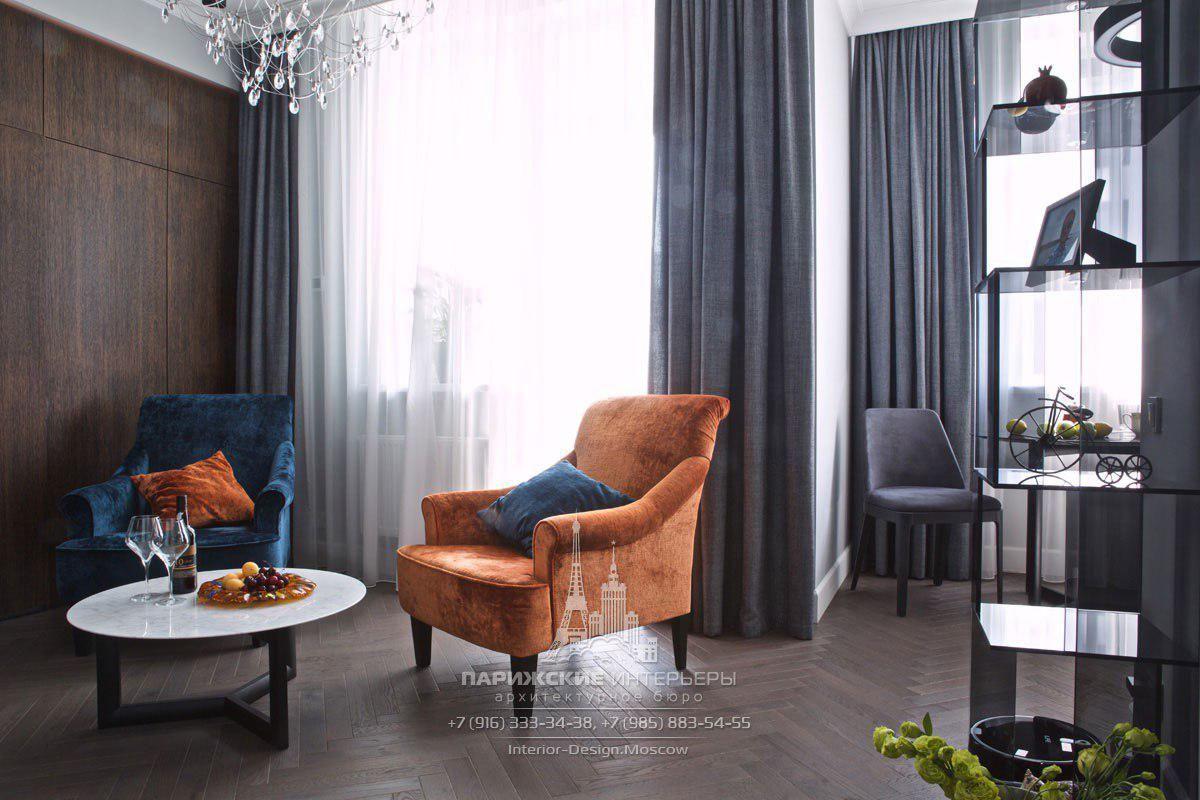 Дизайн гостиной в современной мужской квартире с лаконичными шторами