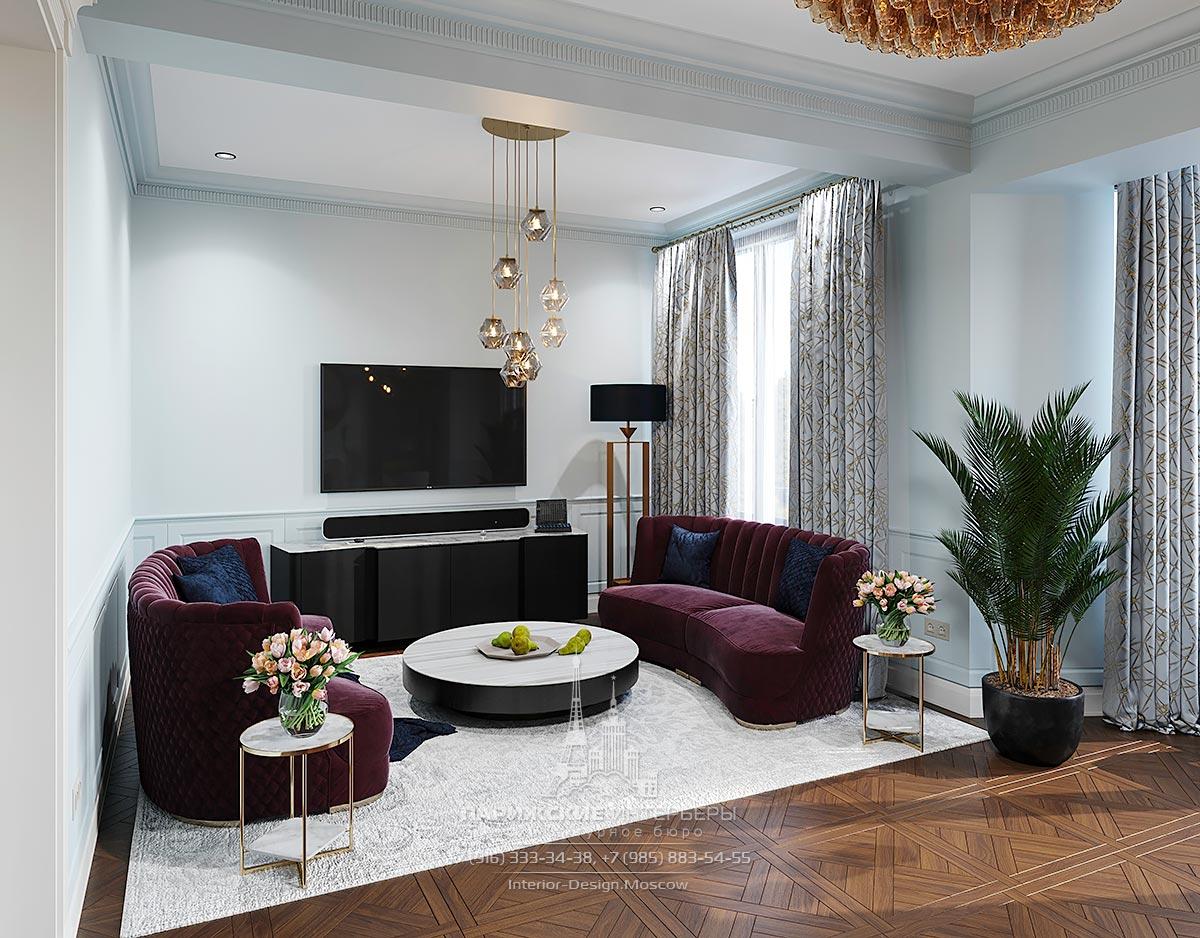 Дизайн зоны отдыха с двумя яркими диванами в интерьере загородного дома