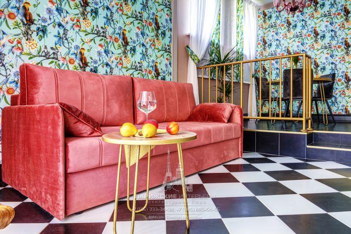 Смелый цветовые решения в интерьере гостиной