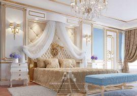 Интерьер классической спальни в светлых тонах с голубыми акцентами